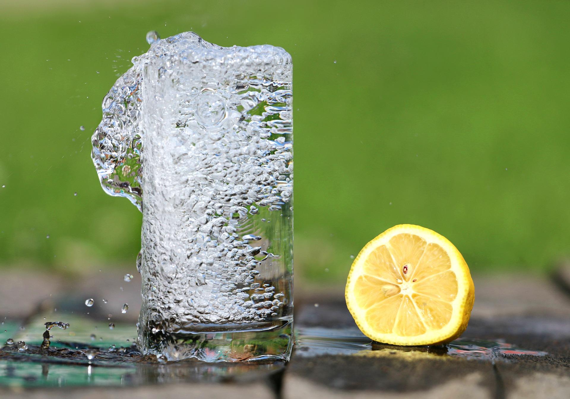 Maakt bruiswater drinken ons dik?